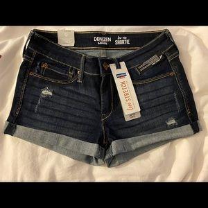 Juniors Low rise dark wash jean shorts